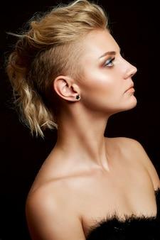 Удивительный женский портрет, светловолосая модель с прической, модная красота