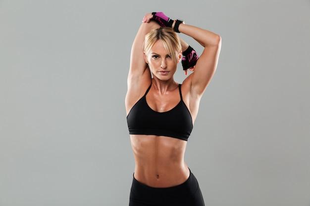 驚くべき若いスポーツ女性