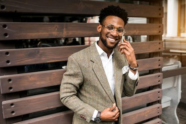 アメリカのビジネスアフリカの携帯電話