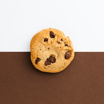 American cookie with contrasted background