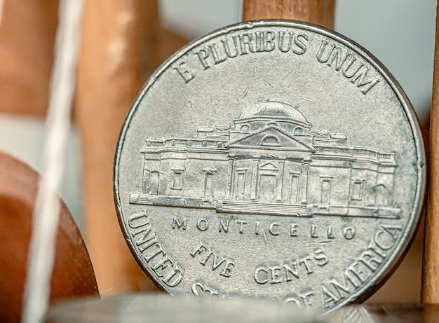 근접 촬영 사진에서 미국 달러 5 센트 동전