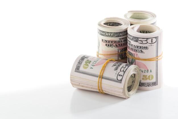 アメリカの50ドル紙幣が輪ゴムで巻かれました