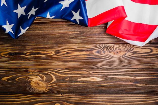 Фон американского флага с copyspace на деревянной поверхности