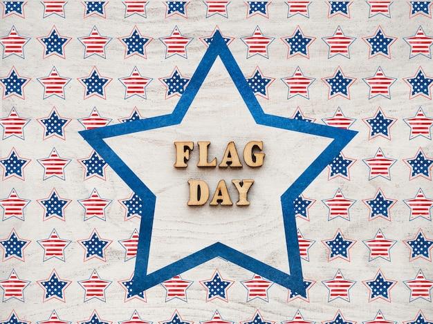 미국 국기. 아름다운 카드. 근접 촬영, 평면도. 공휴일 개념. 사랑하는 사람, 친척, 친구 및 동료를 축하합니다