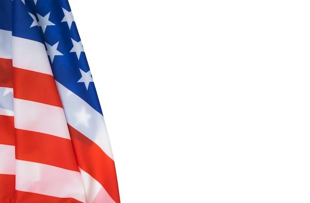7월 4일 독립과 현충일을 위해 흰색 배경에 분리된 미국 국기