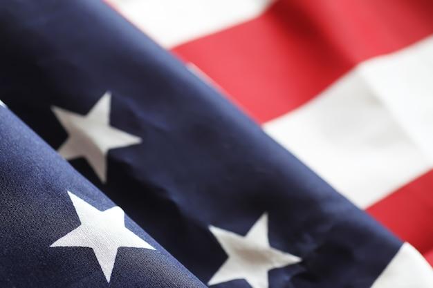 Американский флаг на деревянном столе текстуры и место для текста