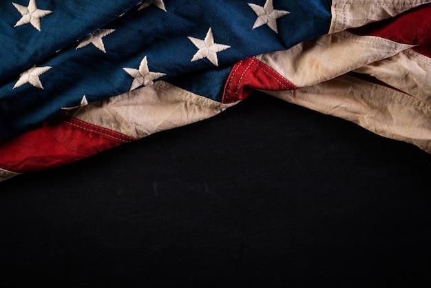 黒板に対してアメリカの旗