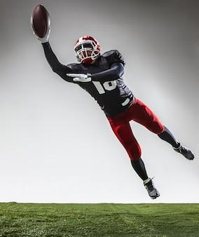 Il giocatore di football americano in azione