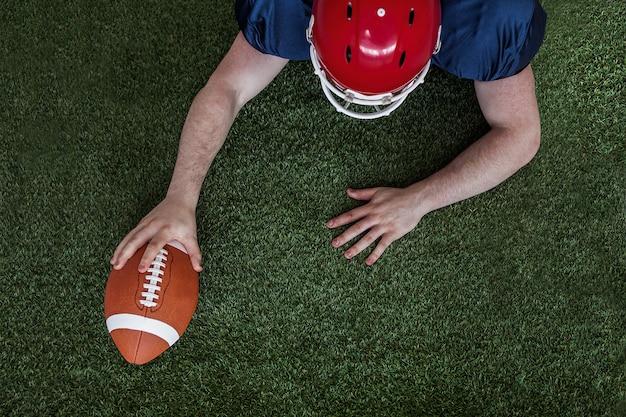 タッチダウンしたアメリカンフットボール選手