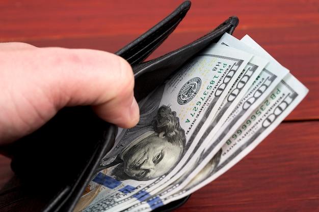 Американские деньги - доллар в кошельке