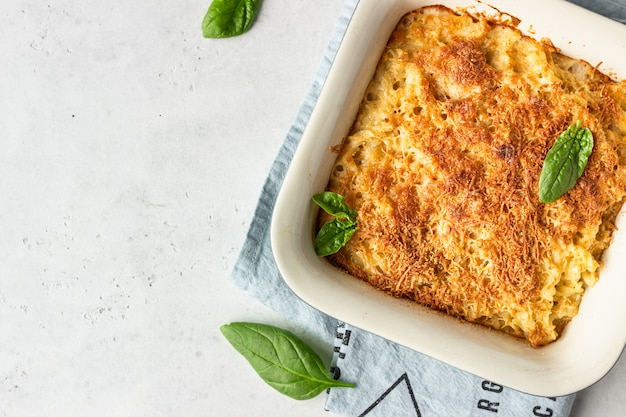 American style macaroni pasta with cheesy sauce and crunchy breadcrumbs topping.