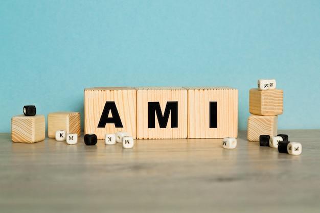 Ami полный анализ крови - текст на синем фоне. медицинская концепция. срок и сокращение