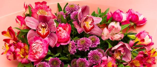 花の中で背景バナー美しい美しさ花の花の花束明るいクローズアップ