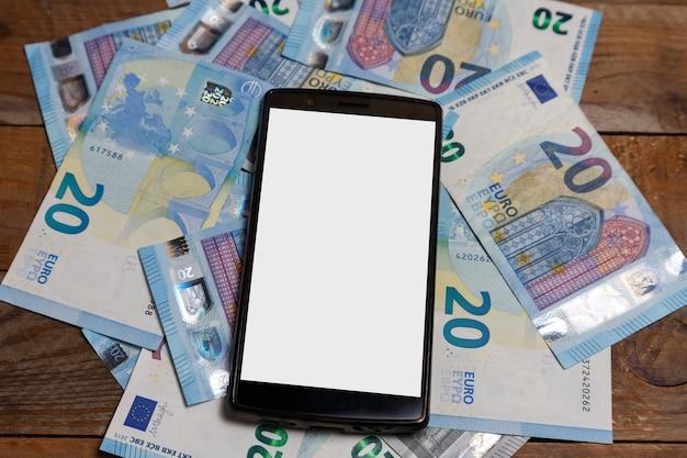 Amounts of euro banknotes