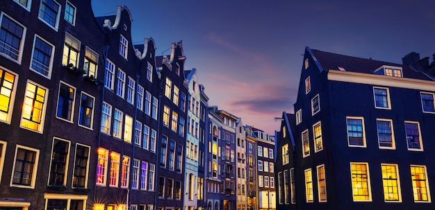 Канал амстердам ночью, нидерланды