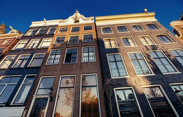암스테르담-네덜란드. 암 스트의 역사적인 중심지에있는 vulytsya
