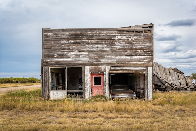 ロブサートsのゴーストタウンにある放棄されたガレージ