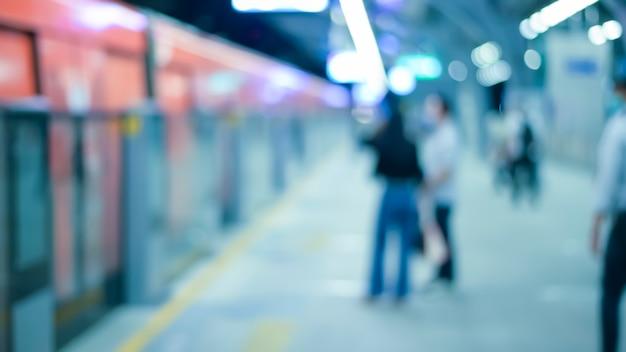 Абстрактный размытый фон станции метро, городской жизни и концепции общественного транспорта