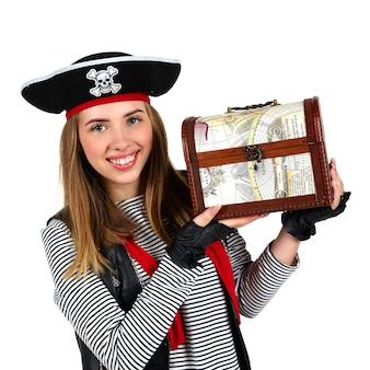 Актер в костюме пирата с жилеткой. фигура изолирована на белом фоне, беларусь, июль 2021 года.