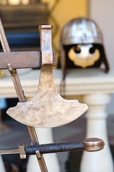 古代の騎士の剣。中世の概念。