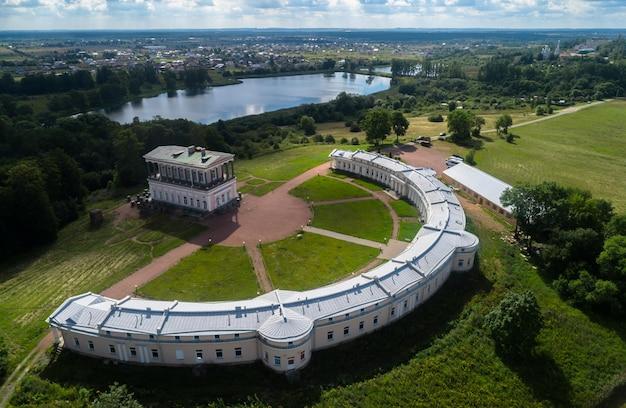 サンクトペテルブルクの街の古代の宮殿