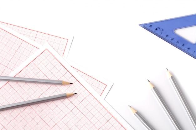 ツールを備えた建築家のワークスペース:鉛筆、定規、スケール、青写真