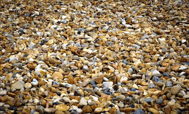 イギリスの南海岸にある空の小石のビーチ。