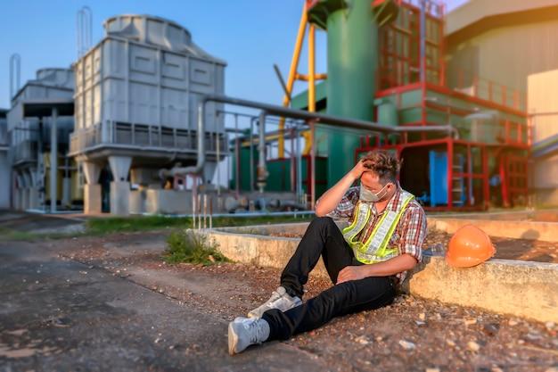 Инженер, терпящий бедствие, с операционными сбоями, наносящими ущерб организации