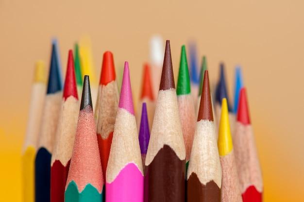 色鉛筆のセットの画像クローズアップ