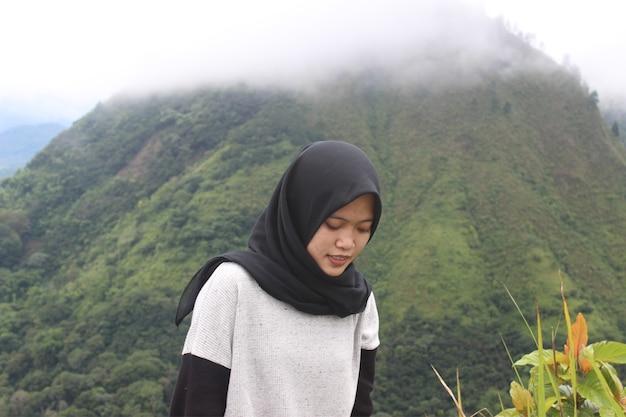 Индонезийский альпинист фото