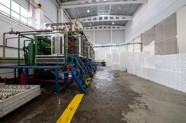 포장용 스티로폼 모양 생산을 위한 산업 작업장