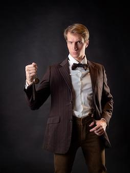 ビクトリア朝様式の知的な紳士。ヴィンテージレトロ