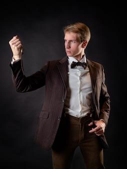 ビクトリア朝様式のヴィンテージレトロの知的な紳士