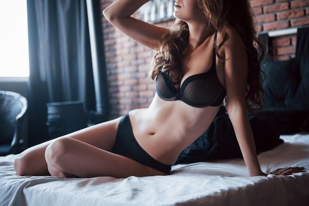寝室の女性。おはようございます。