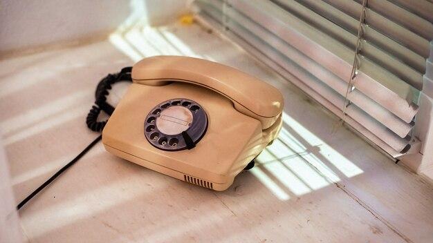 Старый телефон с дисковым переключателем