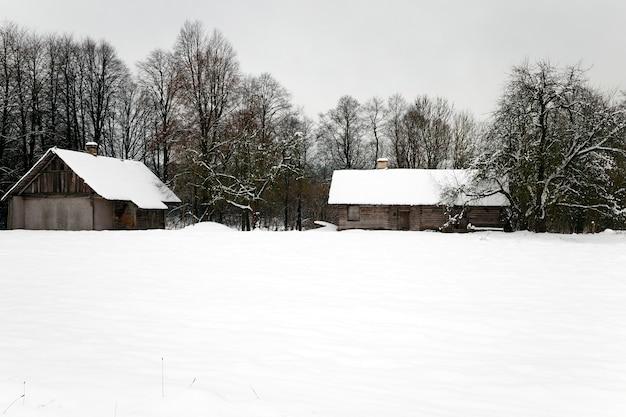 벨로루시에서 촬영 한 오래된 목조 주택