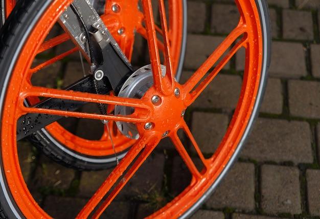 自転車用の珍しい鋳造ホイール。自転車部品。