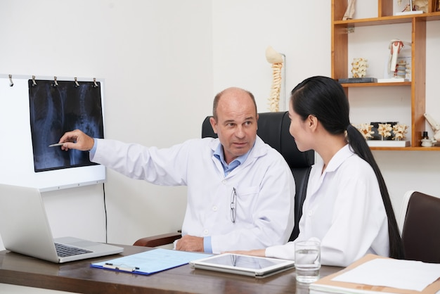 Analyzing spine x-ray