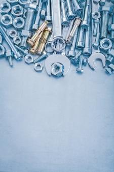 Анкерные болты, болты, гайки, гаечные ключи и концепция строительства плоских гаечных ключей