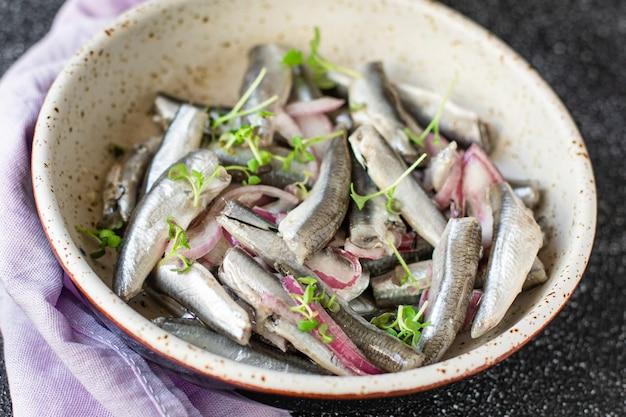 Салат из соленой рыбы с анчоусами из морепродуктов сельдь маринованный
