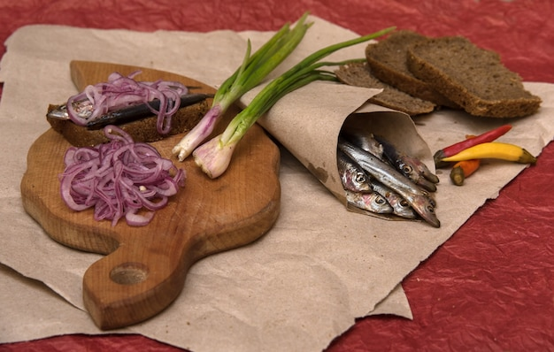 Anchovy with pepper spring and red onions