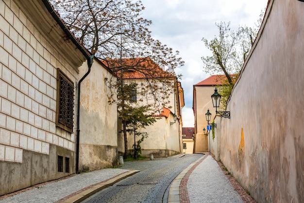 Древний переулок в старом европейском городе, никто