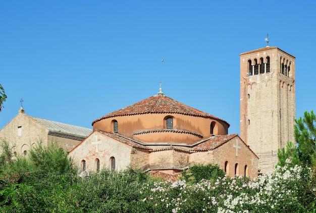 Древний и исторический район острова торчелло в италии церковь санта-фоска и санта-мария-де-торчелло
