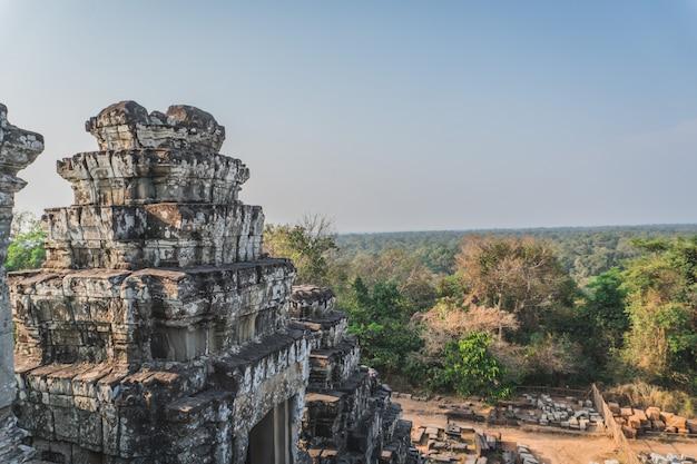 Древние руины ангкор-ват
