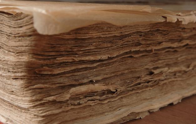 古代のアンティークの閉じた本