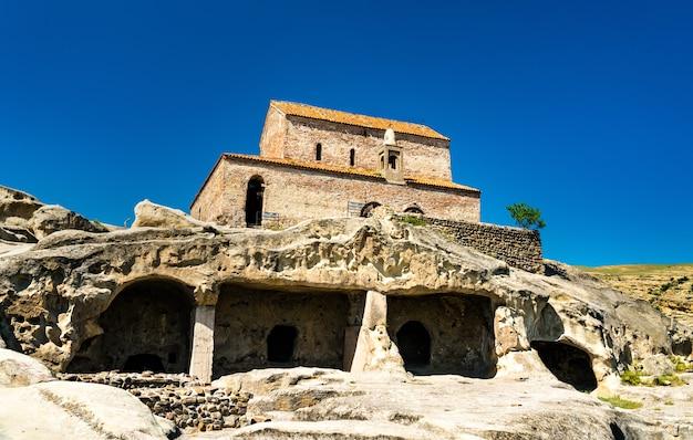 ウプリスツィヘのロックホーンの町にある古代のバシリカ。ジョージアのユネスコ世界遺産