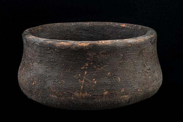 Древняя чаша в форме колокола. бронзовый век.