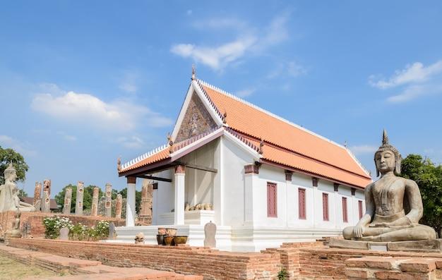 Древняя статуя будды в чайнат, таиланд