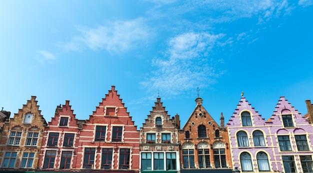 Фасады старинных зданий, старый провинциальный европейский городок.