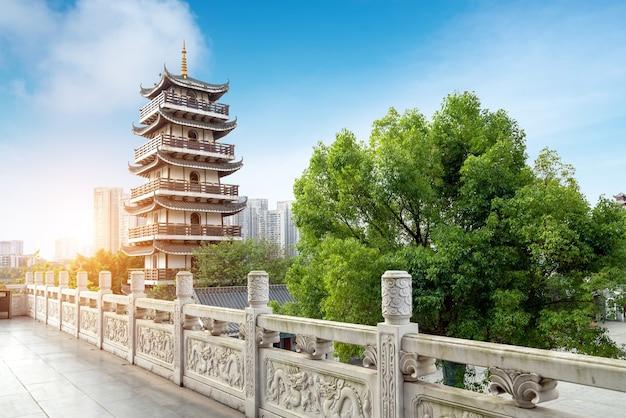 중국 류저우의 고대 건물 탑.